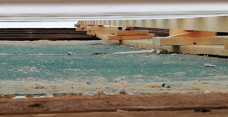 Valokuva katon alusrakenteista.