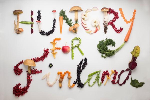 Valokuvassa kasviksista muodostettu teksti Hungry for Finland.